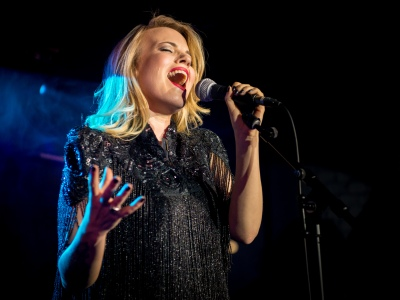 Mollie Marriott on vocals